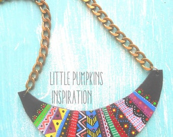 Necklace ethnic in leather painted by hand. Ethnic leather necklace. Handpainted.