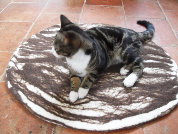 Cat Bed, Cat Mat, Pet Bed rug handmade 100% wool