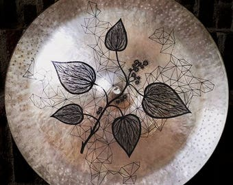 Art on cymbal – Abstract line drawing of leaves on a used Amedia China cymbal