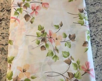 Vintage pink floral full flat sheet//Vintage fabric