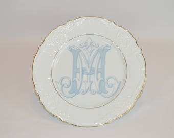 "Oralie - 10"" Double Gold Band Plate (shown with image #i115 - Custom Monogram in light blue)"