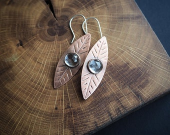 nature inspired rustic earrings, rock crystal & copper leafs, rustic wedding, boho, gift for her, nature lover, minimalist jewelry
