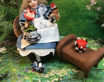 Alice, Alice In Wonderland, Alice Miniature, Doll House Miniature, Alice painting the white roses red