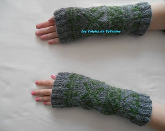 Wrist warmers / fingerless gloves bi - colored