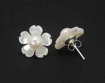 925 Silver 15mm White Mother of Pearl Seashell Flower Pearl Stud Earrings E215