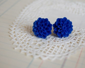 royal mums blue flower post earrings