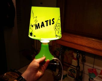 """White lamp with a """"Minion"""" in vinyl with a name on the foot"""
