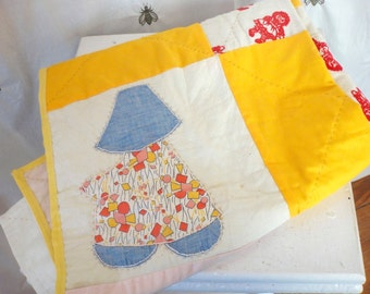 ON SALE!  Vintage Patchwork Sun Bonnet Baby Quilt Blanket, Large Squares, Pink and Yellow, Patchwork Girls, Fl