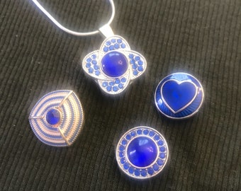 Snap charm necklace in blues !!!