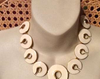 White ivory colored enamel on gold toned metal c shaped links necklace. 1980s