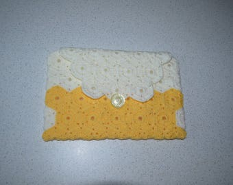 Handmade cover. Clutch bag for Ipad Tablet - Livre.realise crocheted with wool, assembled with cotton hexagons.