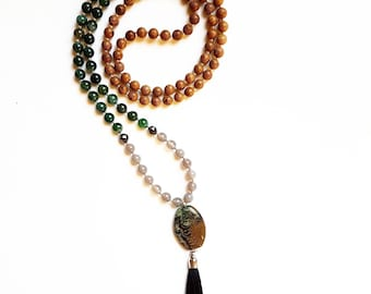Deepen your meditation and balance your internal energy mala necklace: 108 sandalwood, moss agate, grey agate and hematite