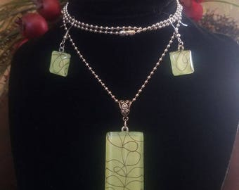 Necklace Pendant and Earring Set Green Swirl