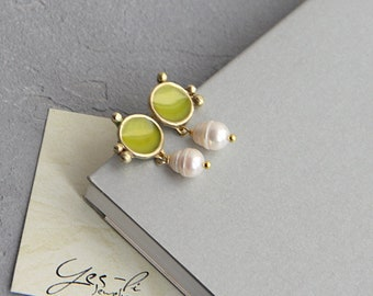Yellow brass earrings with pearls (FREE SHIPPING)