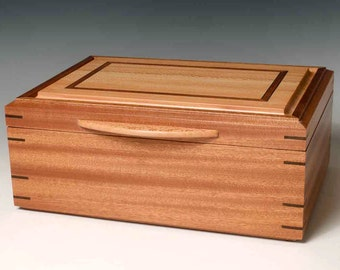 Jewelry Box made of Sapele and Sycamore