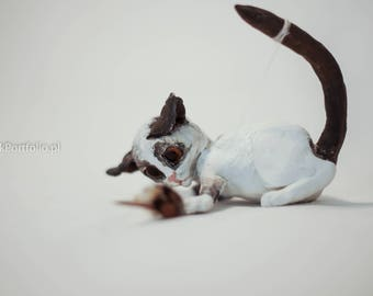 Sculpture of Small Cat. ! vintage