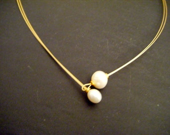 Pearl necklace with breeding bead movable and freshwater beads