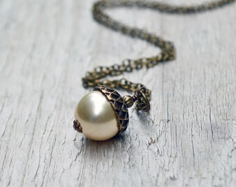 Pearl Acorn Necklace, Acorn Pendant Necklace, Acorn Charm, Antique Brass, Swarovski Pearl, Off White, Cream, Autumn Wedding, Gift under 30