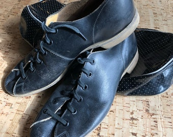 Vintage black  leather bowling shoes by Daoust athletic shoes Canada with carry bag