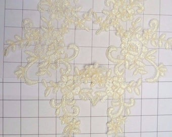 Pair of Mirrored Cream Embroidered Lace Appliques Sew on (I-1)