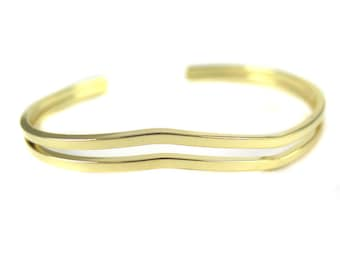 Gold Plated Wavy Square Wire Cuff  - (1x) (K722)