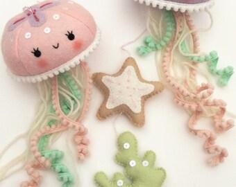 Felt PDF pattern - Cute jellyfish baby crib mobile - Felt jellyfish, starfish and seaweed ornaments, nautical nursery decor, digital item