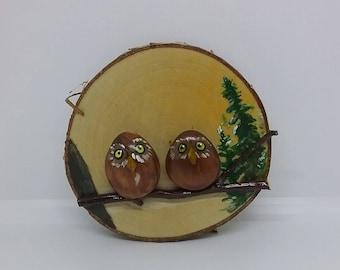 Birch wood slice with pebble owl couple