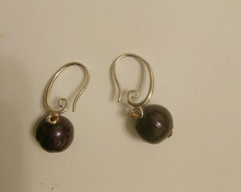Black pearl and copper earrings