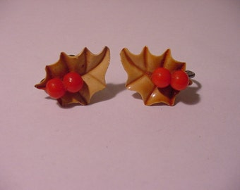 Vintage  Christmas Holly Berry Screw On Earring Set   XMAS - 430
