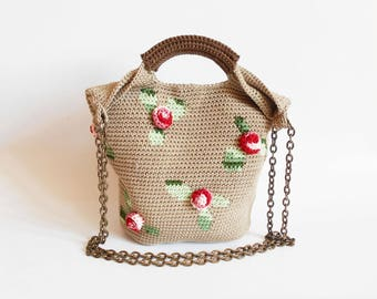 Crochet pattern for 3D roses bag. Practice tapestry crochet and add crocheted roses for volume. Charts, written instructions and images.
