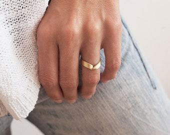 Gold V Ring, Wide Gold Ring, Wide Wedding Band, V Wedding Band, V Wedding Ring, Thick Gold Band, Wide Gold Band, Pointed Ring, 14k Gold Ring