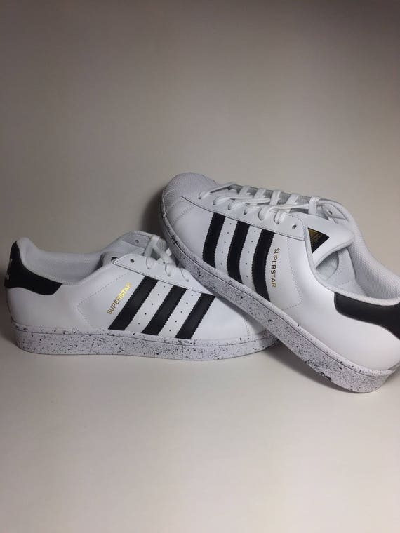 Adidas Superstar Custom « Oréos », Custom Adidas, Adidas Superstar, Custom  Adidas Superstar, patinage chaussure, Splatter chaussure, Adidas  éclaboussure.