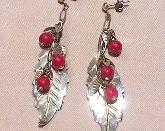 Vintage Chain Leaf Earrings, Vintage 80's Gold Leaves & Red Pearls on Chain Dangle Earrings, Gold Leaf Red Pearl Long Link Earrings