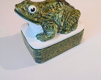 Vintage Frog Trinket Jewelry Box Handmade in Italy Green Hand Painted