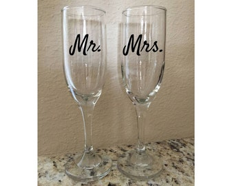 Set of 2 Personalized Wedding or Engagement Champagne Flutes