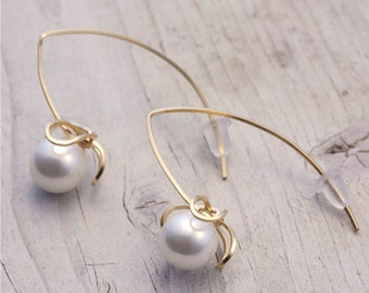 Earring / 14KGF + Shell Pearl / Akebia (Flower) Motif Earrings / AkebiaPr01