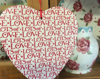 19.5 cm Wooden Hanging Heart Decoupaged In Emma Bridgewater's Lots Of Love - Red