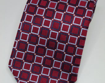 Roundtree and Yourke Silk Red Necktie