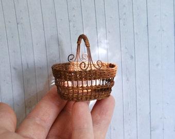 Dollhouse Miniature Wicker Basket 1:12, Miniature wicker, scale one inch, scale Miniature, dollhouse kitchen