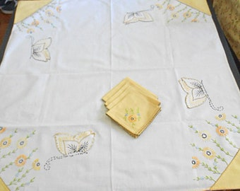 Yellow DAISY & Gold  Black BUTTERFLY Card Table Cloth Set Hand Embroidered Linen Tablecloth 4 Napkins, French Knots 33 x 36 Bridge Pretty