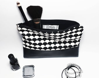 Black and white bag with base in vegan leather