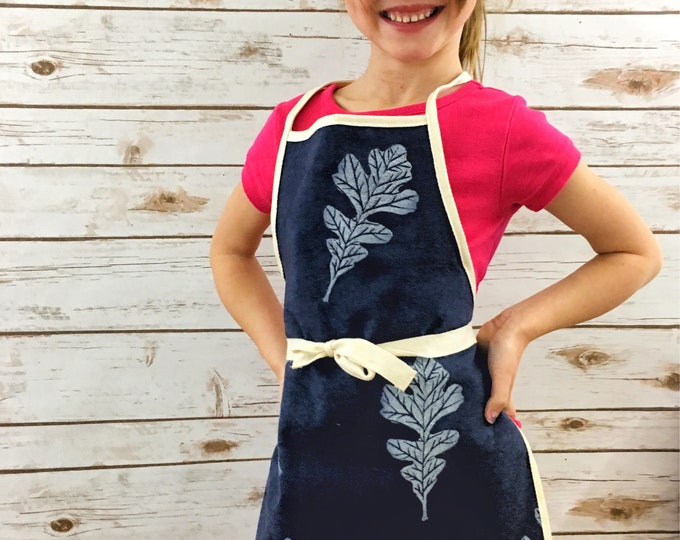 Childs apron! Kids apron/childrens apron, organic canvas navy blue, oak leaves, fits 3-8 years, handprinted, unisex, eco-friendly eco-kids