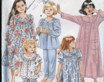 Simplicity 8093 - Girls Size 3 to 6 , Nightgowns, Baby Dolls and House Coat Pattern