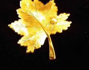 Vintage Sarah Coventry Gold Leaf Pin Brooch