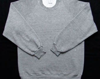 Vintage 1980s JERZEES by RUSSELL Tri Blend Heather Gray Sweatshirt ~ fits M ~ Rayon ~ Raglan Crewneck