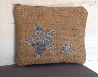 Pouch / make-up in genuine burlap