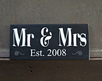 Mr & Mrs | Established Sign | Wood Signs | Wedding Sign | Farmhouse Decor | Love Sign | Photo Prop | Wedding Decor | Home Decor | Wall Decor