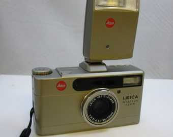 Vintage Leica Minilux Zoom 35mm Data Back Camera 35-70mm f3.5 Vario Elmar Lens with Leica CF-flash