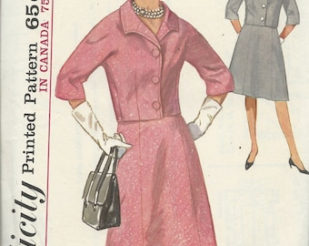 Uncut Vintage Sewing Pattern Simplicity 5317 - 1963 Misses and Women's SUIT - SKIRT & JACKET  with Detachable Collar - Size 14, Bust Size 34