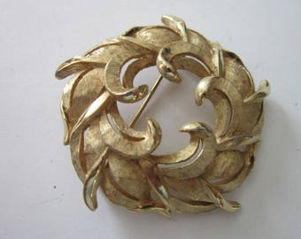 Vintage Brushed Gold Tone Fancy Circle Brooch